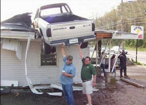 cars-in-bizarre-situations (35)