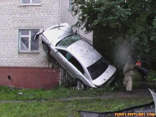 cars-in-bizarre-situations (37)