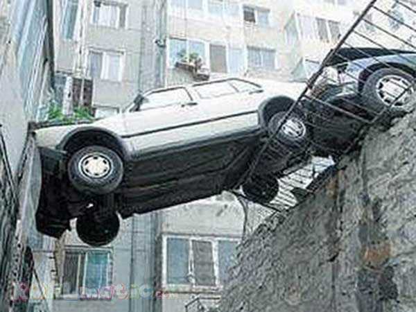 cars-in-bizarre-situations (38)