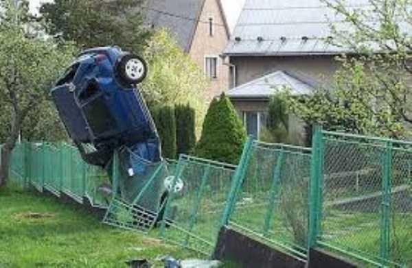 cars-in-bizarre-situations (42)
