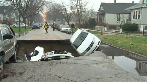 cars-in-bizarre-situations (5)