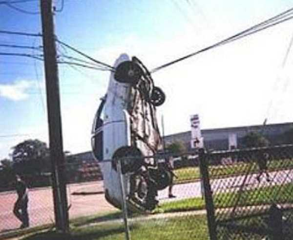 cars-in-bizarre-situations (50)