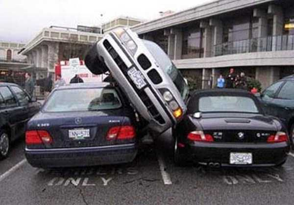 cars-in-bizarre-situations (56)