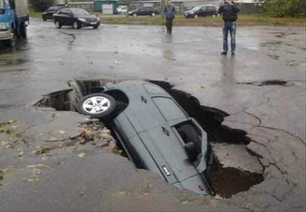 cars-in-bizarre-situations (6)