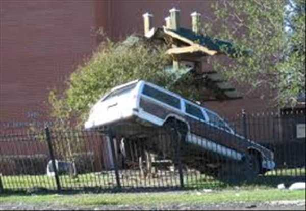 cars-in-bizarre-situations (9)