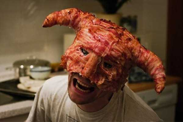 crazy-things-made-out-of-bacon (2)