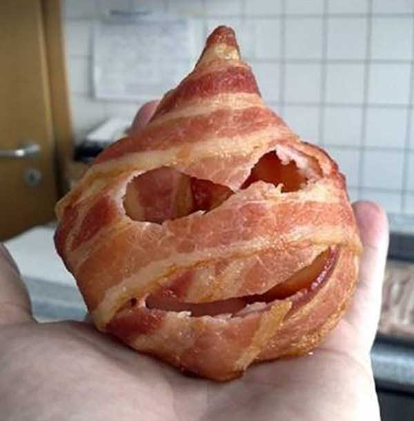 crazy-things-made-out-of-bacon (6)