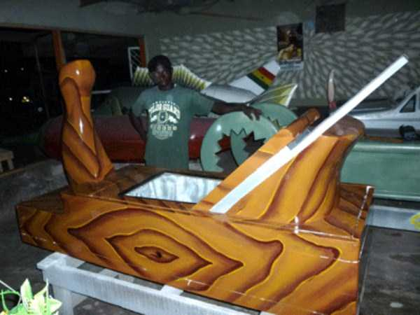 fantasy-coffins-from-ghana (34)