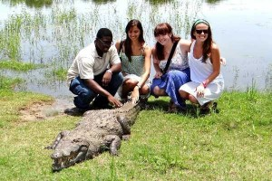 A Place Where People and Crocodiles Coexist Peacefully (13 photos) 1