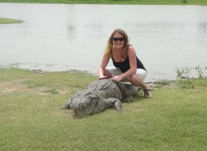 A Place Where People and Crocodiles Coexist Peacefully (13 photos) 4