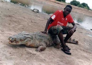 A Place Where People and Crocodiles Coexist Peacefully (13 photos) 7