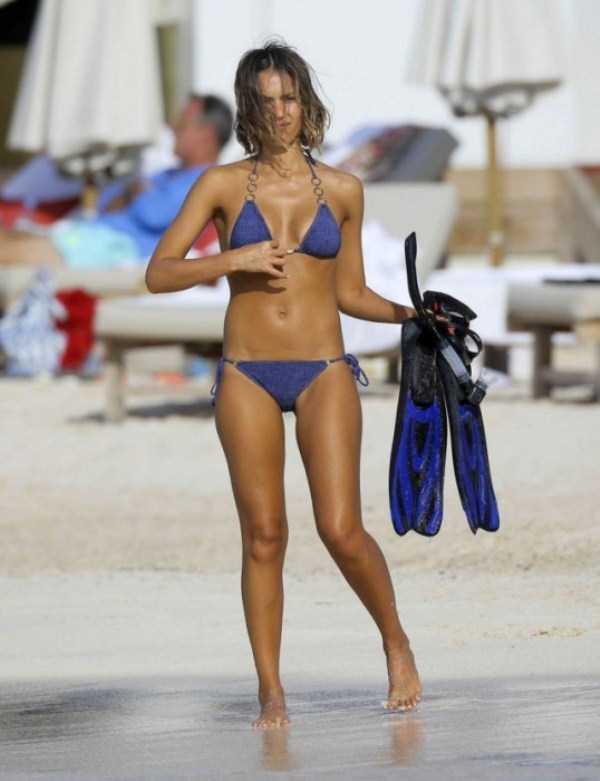 jessica-alba-in-bikini (10)