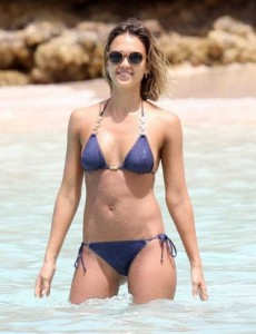 Ravishing Jessica Alba Enjoying the Beach (18 photos) 12