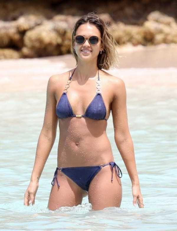 jessica-alba-in-bikini (12)