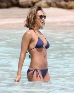 Ravishing Jessica Alba Enjoying the Beach (18 photos) 13
