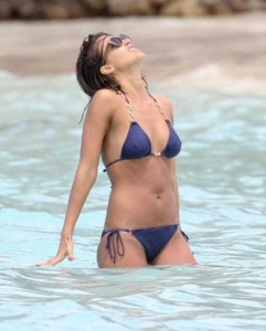 Ravishing Jessica Alba Enjoying the Beach (18 photos) 17