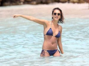 Ravishing Jessica Alba Enjoying the Beach (18 photos) 3