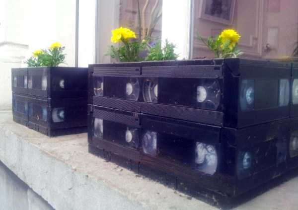 repurposed-vhs-and-audio-cassette-tapes (11)