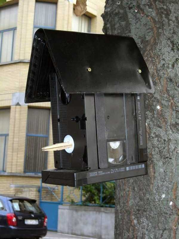 repurposed-vhs-and-audio-cassette-tapes (42)