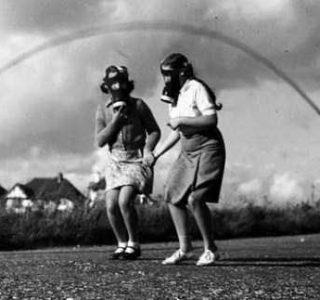 Inexplicably Odd Vintage Photos (26 photos)