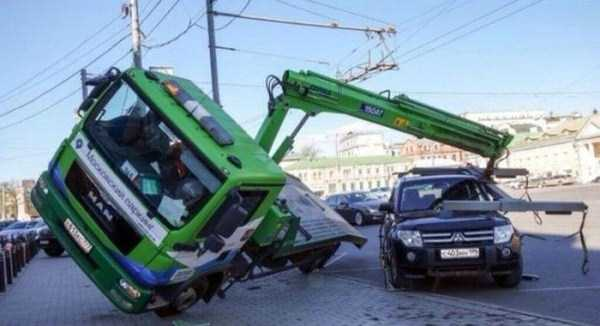 bizarre-road-accidents (13)