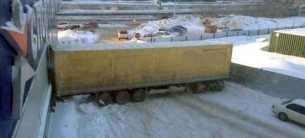 bizarre-road-accidents (7)