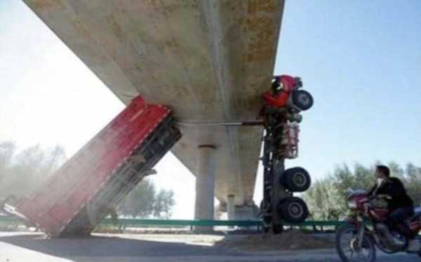 crazy-truck-crashes (14)
