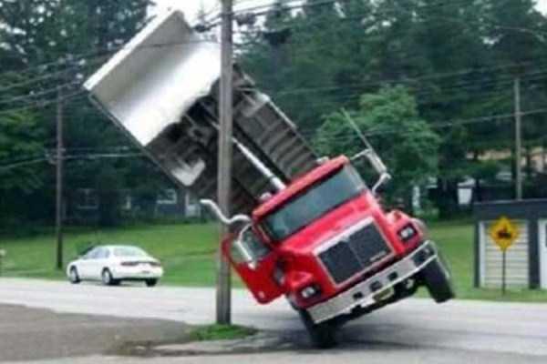 crazy-truck-crashes (17)