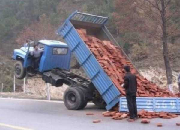crazy-truck-crashes (20)