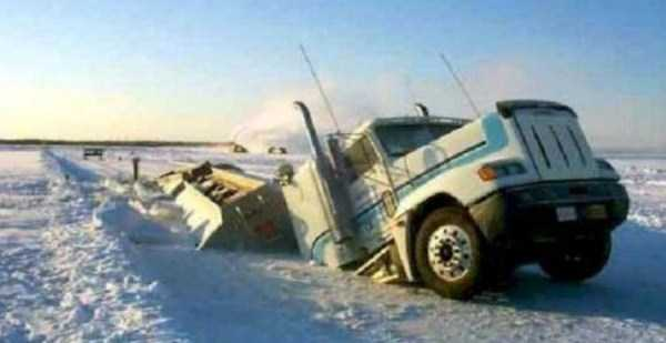 crazy-truck-crashes (21)