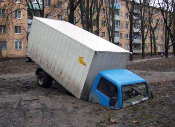 crazy-truck-crashes (22)