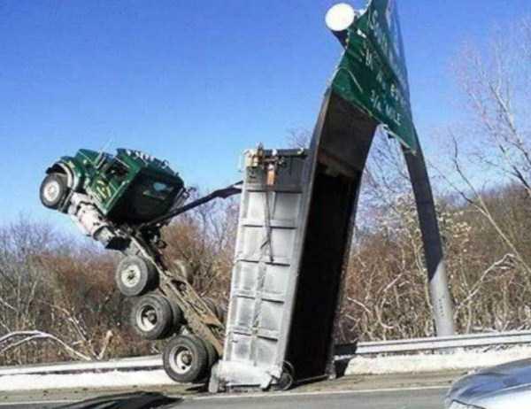crazy-truck-crashes (26)