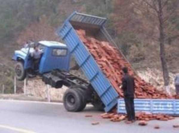 crazy-truck-crashes (29)