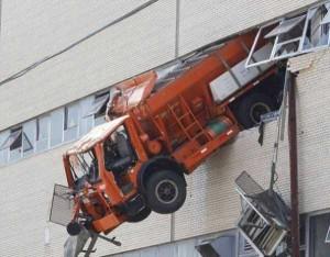Insane Truck Accidents (37 photos) 34