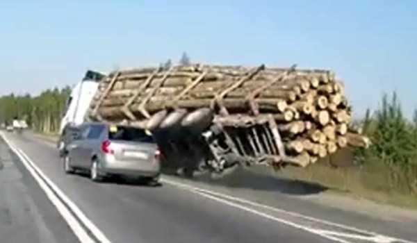 crazy-truck-crashes (36)