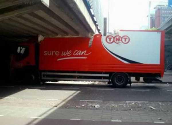 crazy-truck-crashes (4)