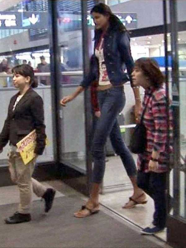 extremely-tall-women (15)