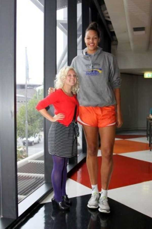 extremely-tall-women (26)