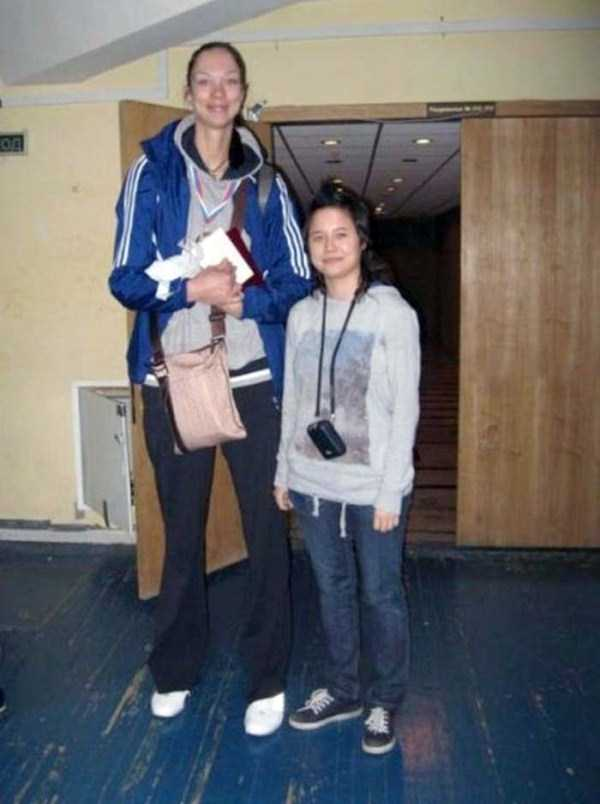 extremely-tall-women (27)