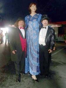 Very Very Tall Women (36 photos) 28