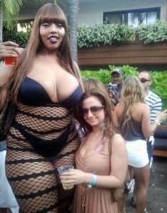 Very Very Tall Women (36 photos) 36