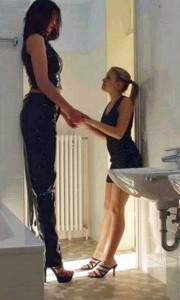 Very Very Tall Women (36 photos) 6