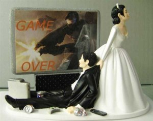 20 Awesomely Funny Wedding Cake Toppers (20 photos) 1