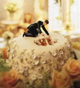 20 Awesomely Funny Wedding Cake Toppers (20 photos) 13