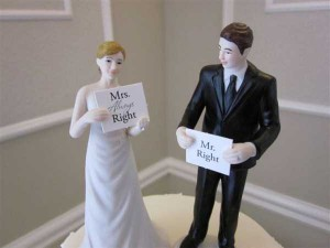 20 Awesomely Funny Wedding Cake Toppers (20 photos) 17