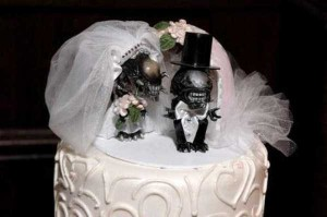 20 Awesomely Funny Wedding Cake Toppers (20 photos) 3