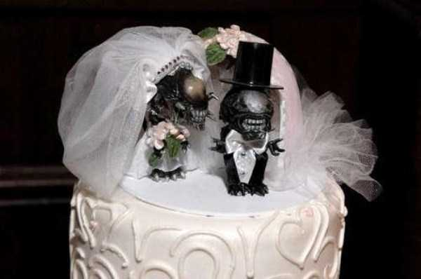 funny-wedding-cake-toppers (3)