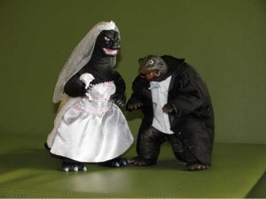 20 Awesomely Funny Wedding Cake Toppers (20 photos) 7