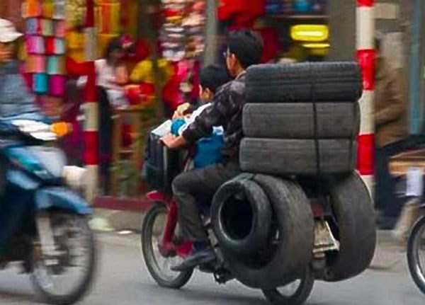 motorcycles-carrying-heavy-loads (25)