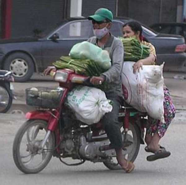 motorcycles-carrying-heavy-loads (35)